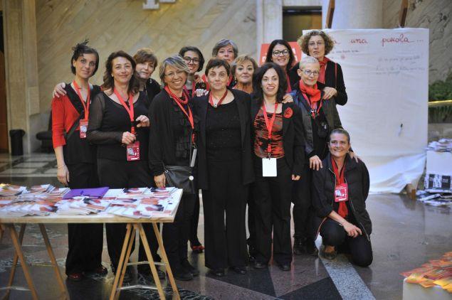 Al centro del gruppo la Presidente di Donna Lilith Patrizia Amodio