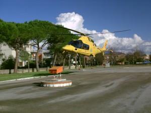 elicottero 118 in decollo dal goretti
