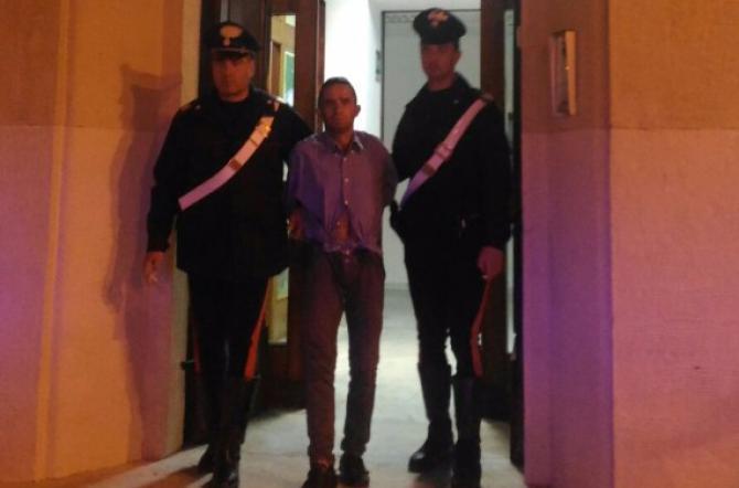 1477674483127_1477674498-jpg-cerca_di_rubare_una_micra_davanti_al_centro_commerciale_agora__arrestato