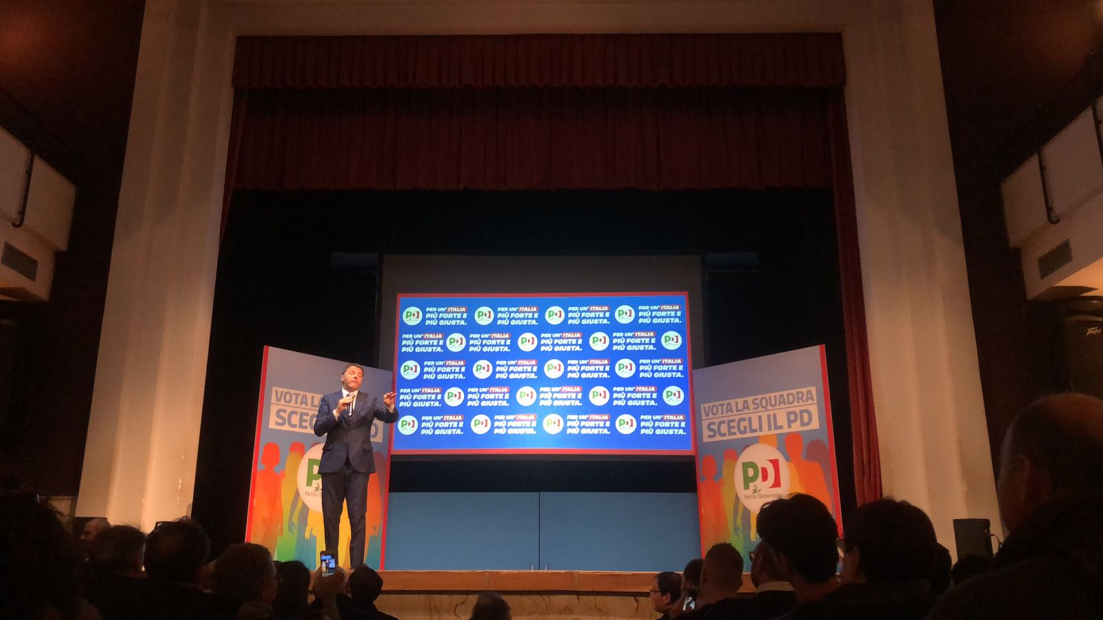 Renzi sfida Di Maio a un confronto televisivo: