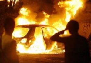 Auto a fuoco (foto di repertorio)
