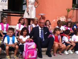 Il sindaco di Latina Di Giorgi fra i piccoli della Scuola di Piazza Dante