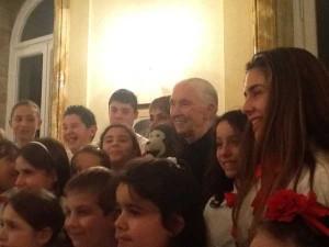 Jane Goodall e i ragazzi del coro Voci Bianche di Latina
