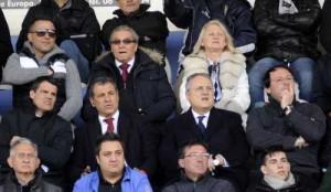 Il presidente Lotito in tribuna al Quinto Ricci . Alle spalle il presidente dell'Aprilia Lazzarini (foto Fc Aprilia)