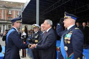 il capitano pilota Roberto Grasso riceve  l'onorificenza      daL Presidente del Senato