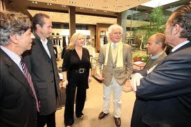 Daniela Claretti e accanto Luciano Benetton nello store di Via Diaz