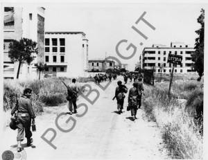 L'ingresso degli americani a Littoria in una foto pubblicata da Piergiacomo Sottoriva sul suo blog