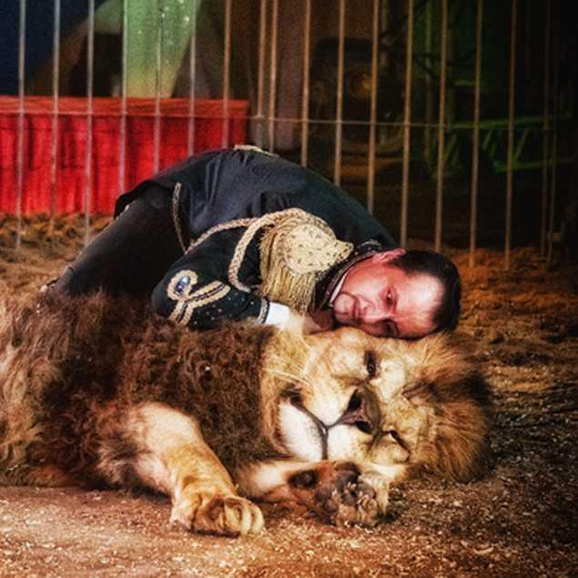 Redy Montico con un leone