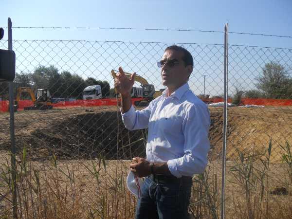 L'assessore all'Ambiente Fabrizio Cirilli nella foto è nell'area della discarica di Montello