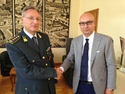 Il colonnello Giovanni Reccia, comandante provinciale della Guardia di Finanza con il sindaco di Latina Di Giorgi
