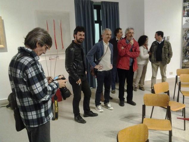 Piovani visita le mostre di Lievito a Palazzo M con il presidente di Rinascita Civile Damiano Coletta e il direttore artistico della rassegna, Renato Chiocca