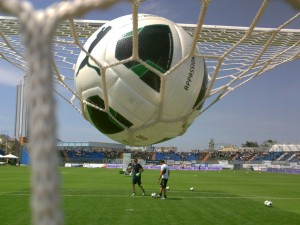 allenamenti pallone sopra la rete
