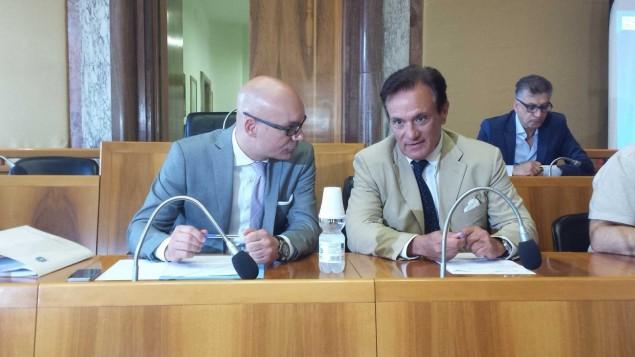 Il sindaco Di Giorgi con il Manager Caporossi nell'aula consiliare del Comune di Latina dove si è riunita la conferenza dei sindaci