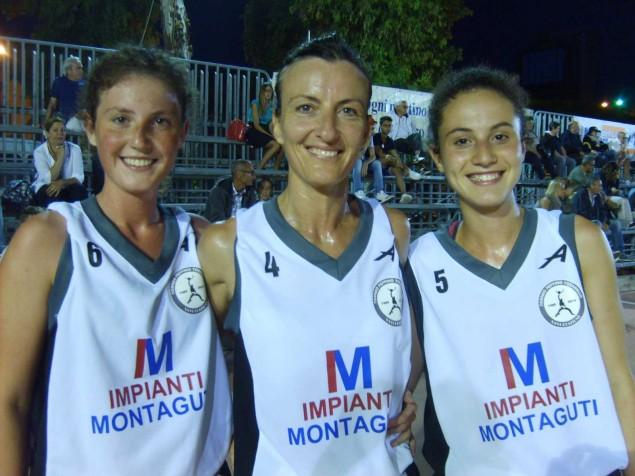 Mamma Daniela Zuliani in campo con le figlie Martina ed Eleonora
