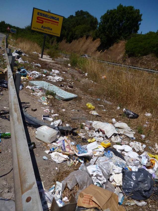 abbandono di rifiuti lungo la pontina (FILEminimizer)
