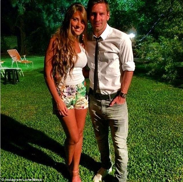 Messi e Roccuzzo (foto da www.dailymail.co.uk)