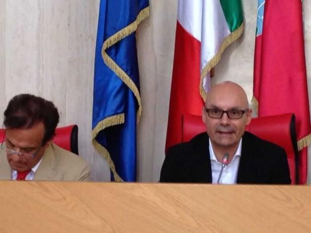Il sindaco di Latina relaziona ai colleghi. Accanto il manager della Asl Michele Caporossi
