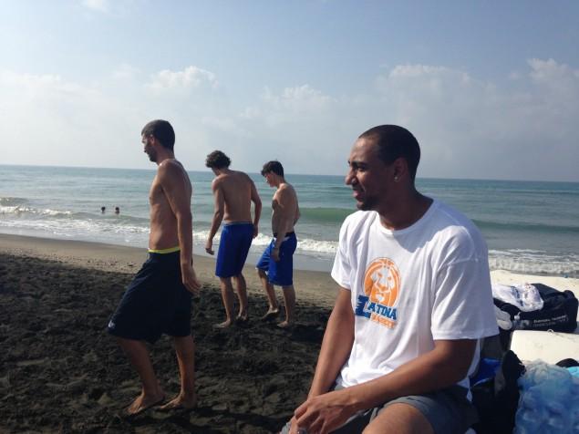 Il neo arrivato alla Benacquista Basket, Kyle Austin al Lido di Latina