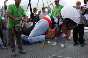 Anche il sindaco di Rocca Massima Tomei si è lanciato, con la fascia tricolore