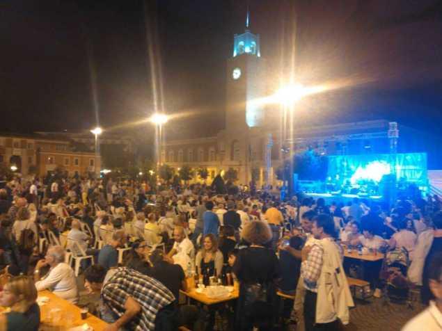 Folla in Piazza del Popolo per la Festa della Birra, uno degli eventi di successo proposti per animare la ztl