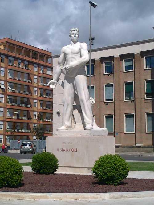 il seminatore (piazza Buozzi) statua