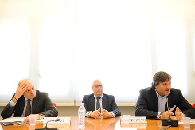 Al tavolo da destra il presidente Miraglia con il direttore Cerino e al centro il vicepresidente Pierpaolo Pontecorvo