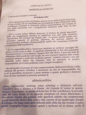 la mozione di sfiiducia del Pd reca 10 firme, ne servono 13