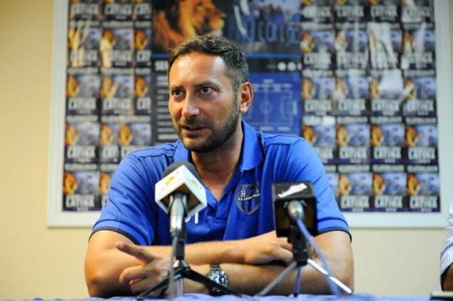 Mark Iuliano nella Sala Blu del Park Hotel per la conferenza stampa pre-ritiro