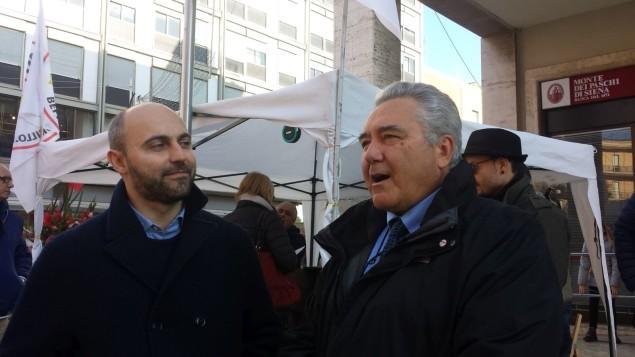Bernardo Bassoli (a sinistra) vince le primarie del Meetup Grilli e Cicale contro Palmisano (a destra)