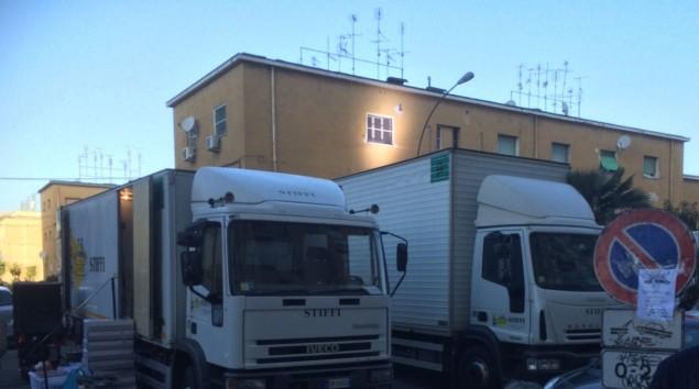 I camion della produzione al Nicolosi