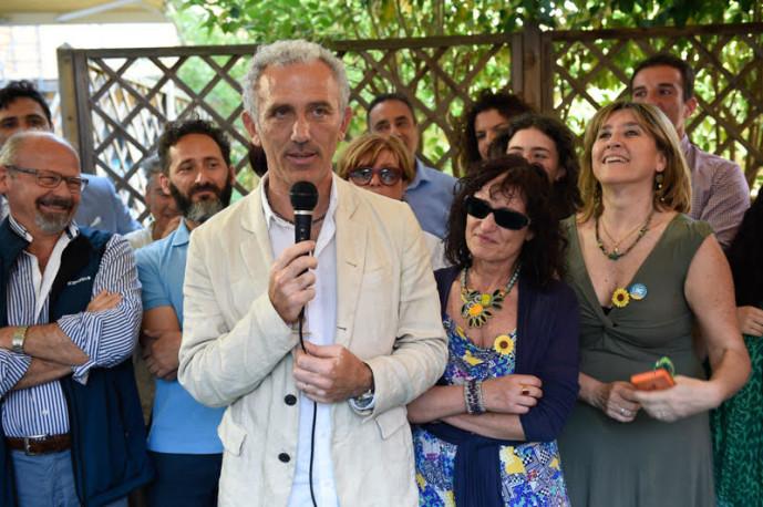 Coletta con la moglie Silvia, consiglieri e collaboratori