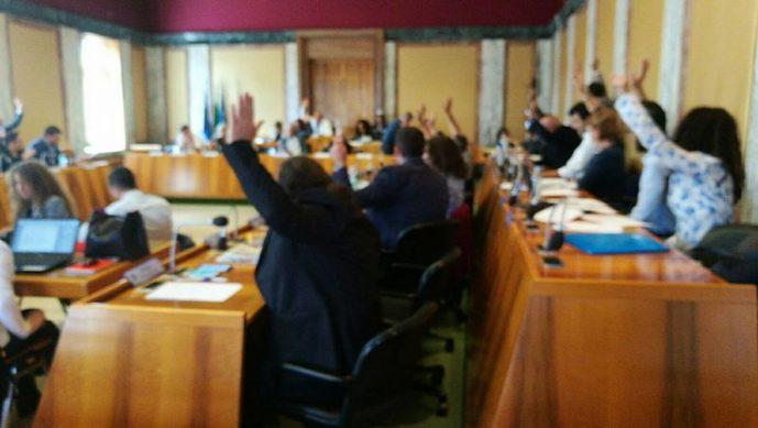 consiglio-comunale-votazione