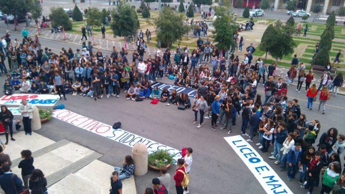 Gli studenti sotto il Comune
