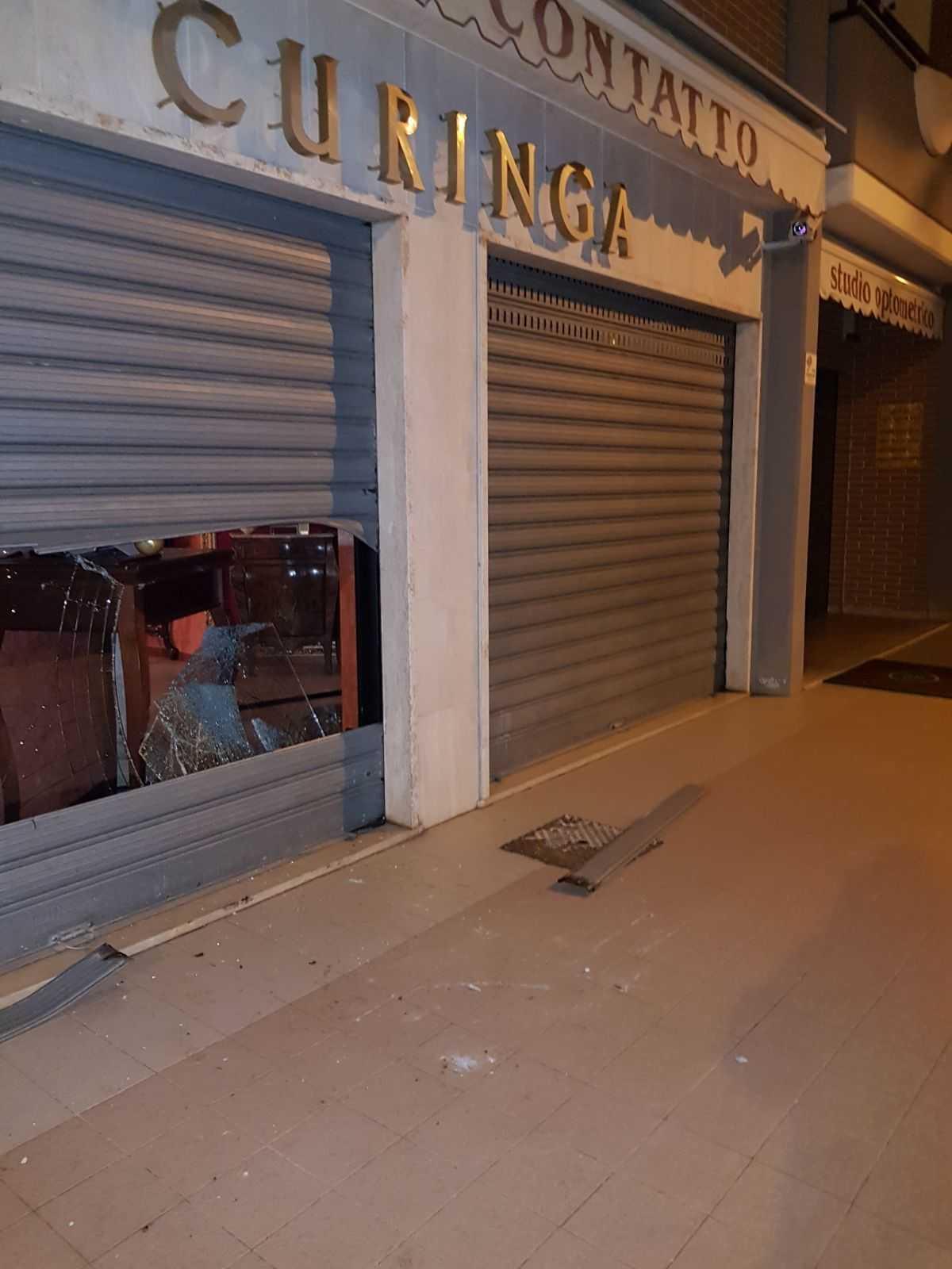 5ab9132298 Furto notturno da Curinga a Latina Scalo, bottino da oltre 30 mila ...