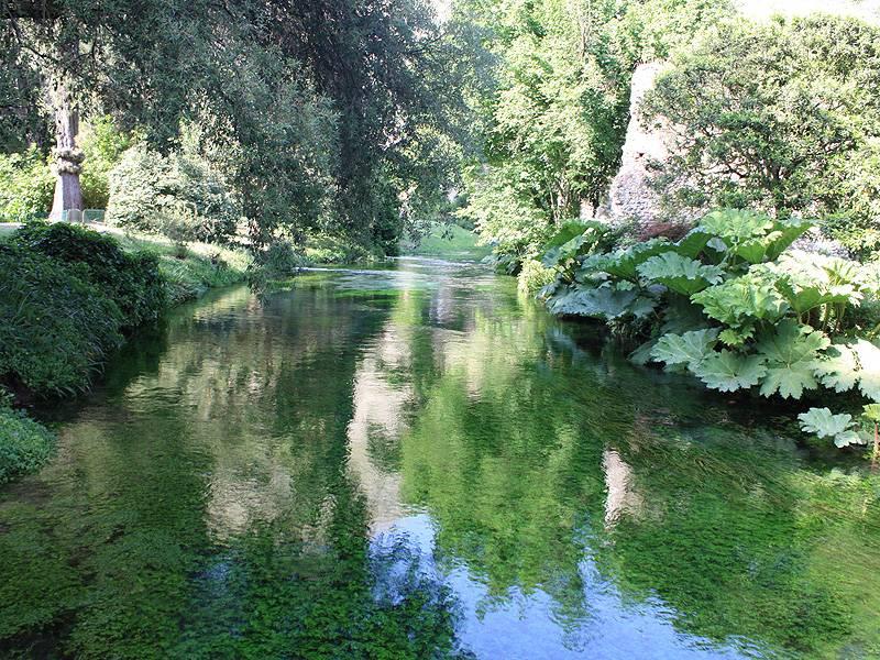 Ninfa l acqua tornata riapre il giardino pi bello for Giardino di ninfa orari